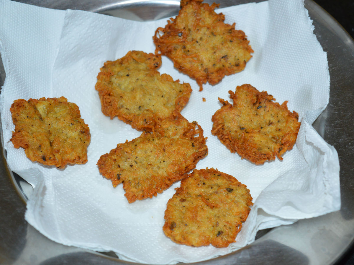 Remove, place them on an absorbent paper towel. Repeat the same to make all hash browns.