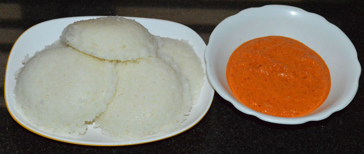 Serve 3-4 hot idlis with a spicy onion-coconut chutney or any other hot chutney/sauce/sambar.