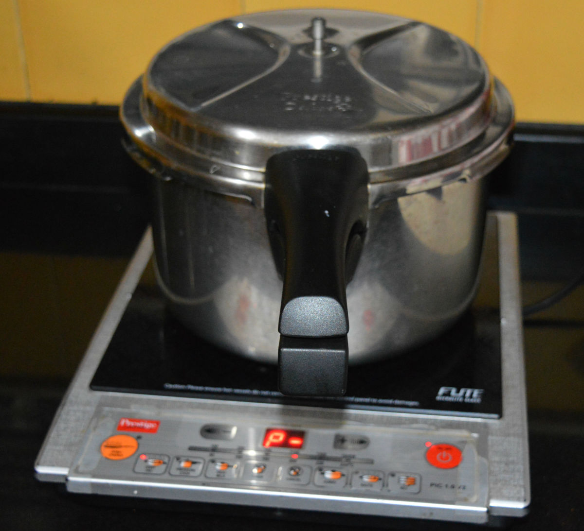 The cooker with the idli stand inside. Set the heat on medium-high. Steam-cook up to 10 or 11 minutes. Next, turn off the heat. Open the lid after 2 to 3 minutes.