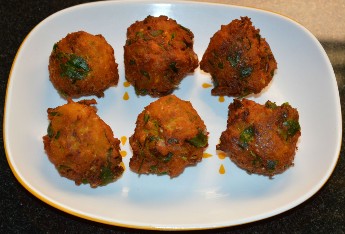 Corn fenugreek leaf fritters (corn methi pakora). Serve hot with tomato ketchup and a cup of coffee or tea. Enjoy!