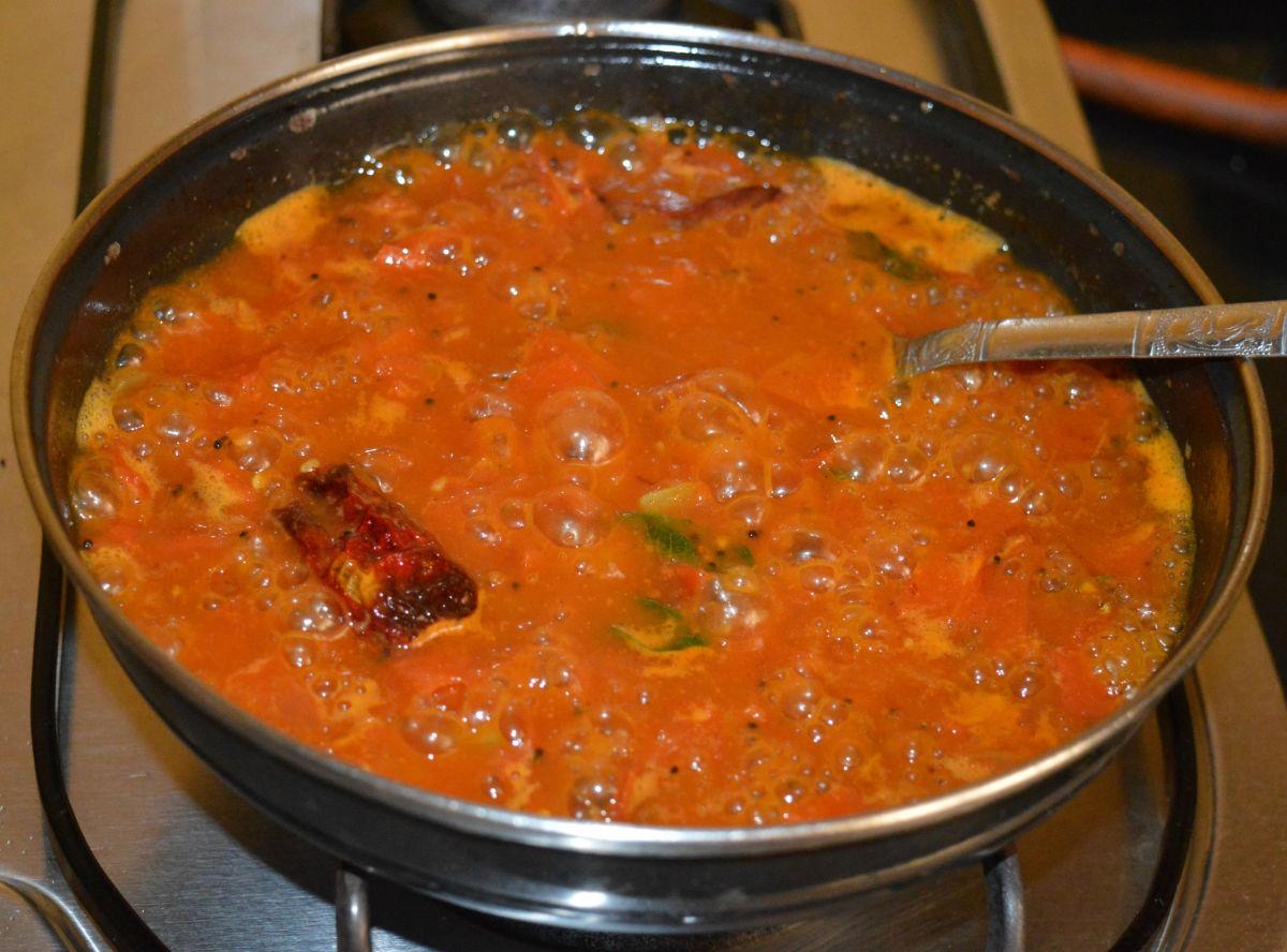 boiled-tomato-gojju-boiled-tomato-curry-recipe
