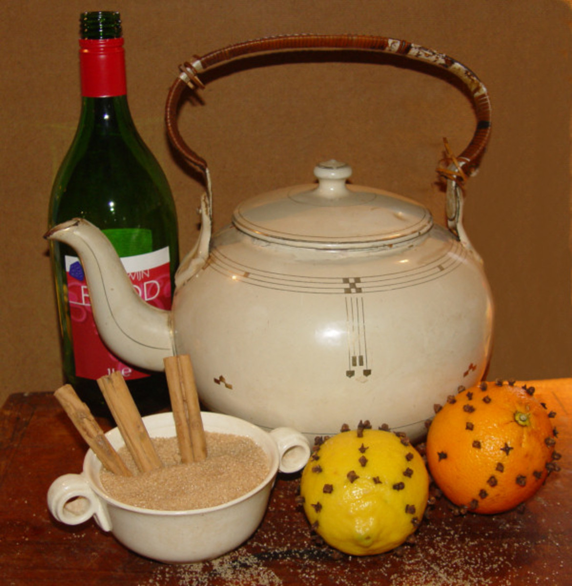 Mulled Wine Ingredients: wine, lemon, orange, sugar, cinnamon, gloves