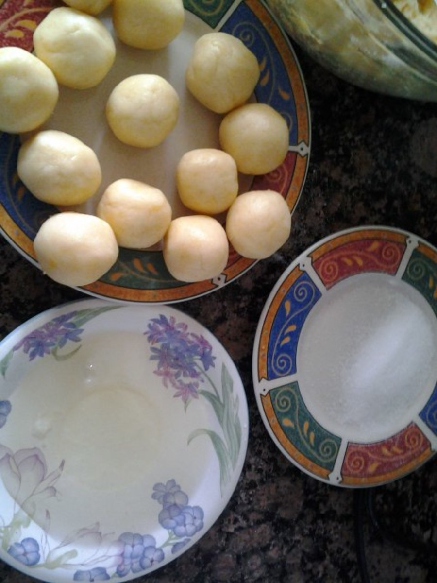 Prepare the egg white and sugar. Dip first into the egg white and then into the sugar.