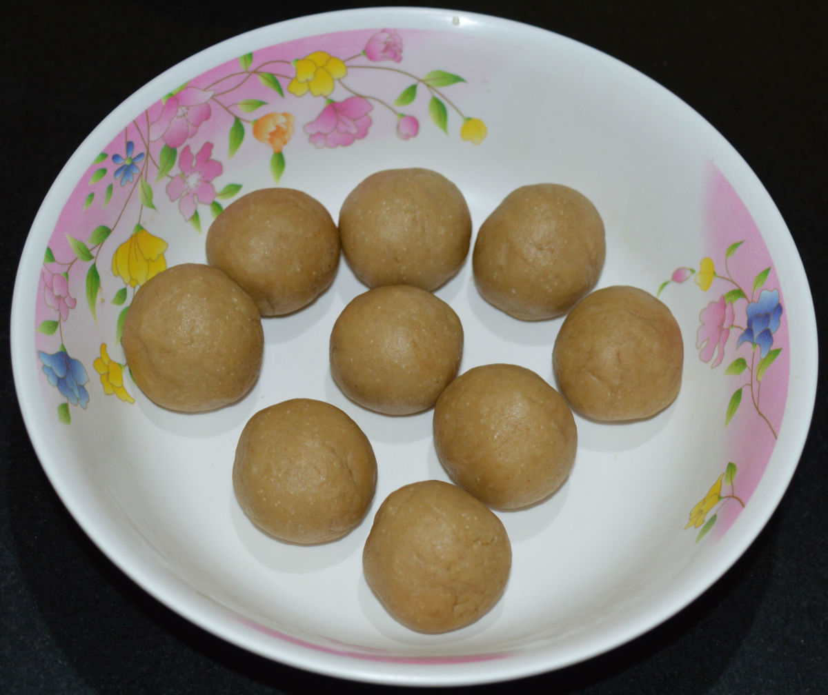 Step three: Divide the dough in many small lemon-sized balls.