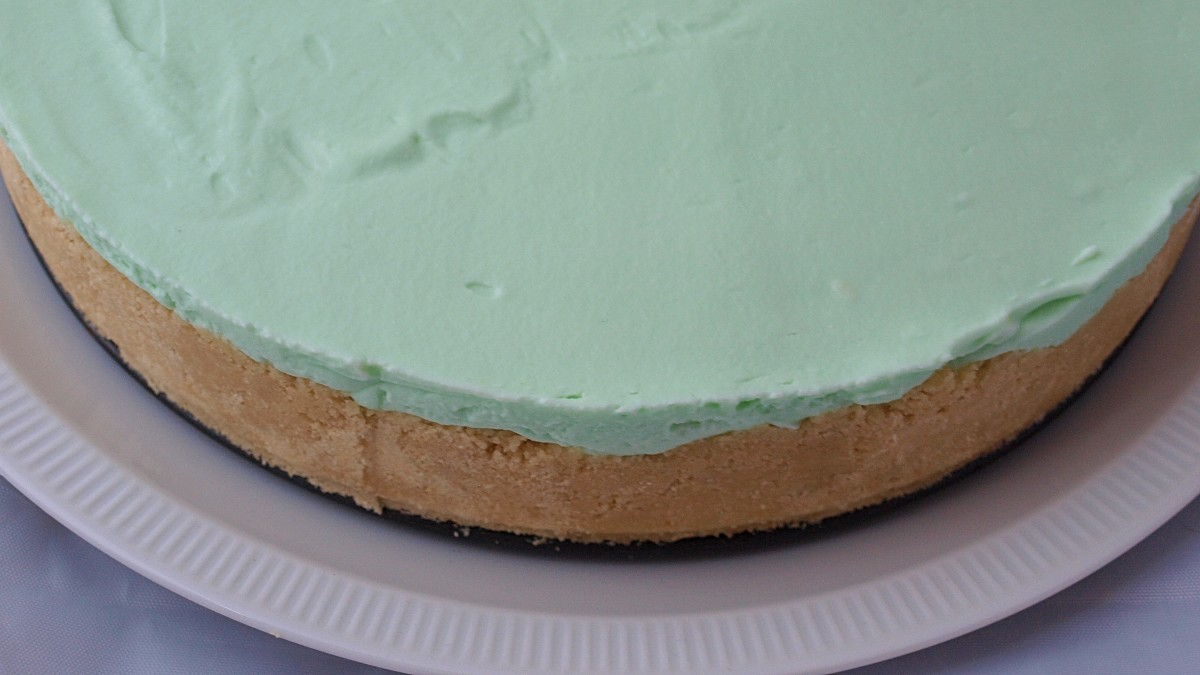 no-bake-shamrock-mint-cheesecake