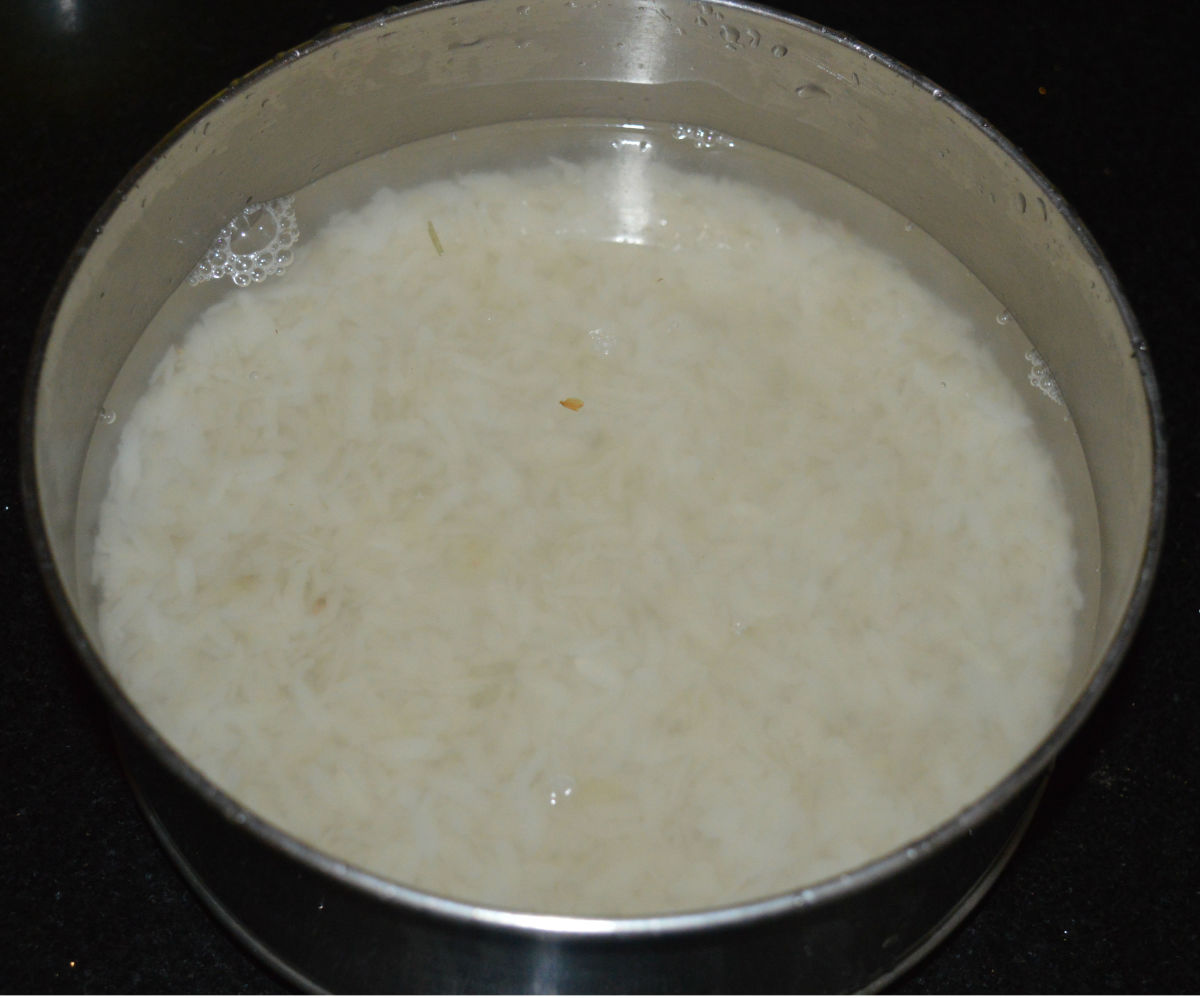 Step one: Wash and soak beaten rice in fresh water for 15 minutes or until soft.