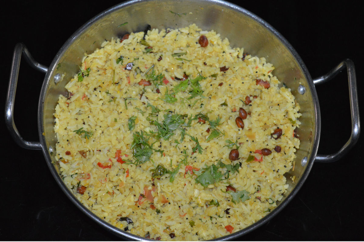 Mix the contents very well. Turn off the heat, once the upma becomes hot. Mix once again.