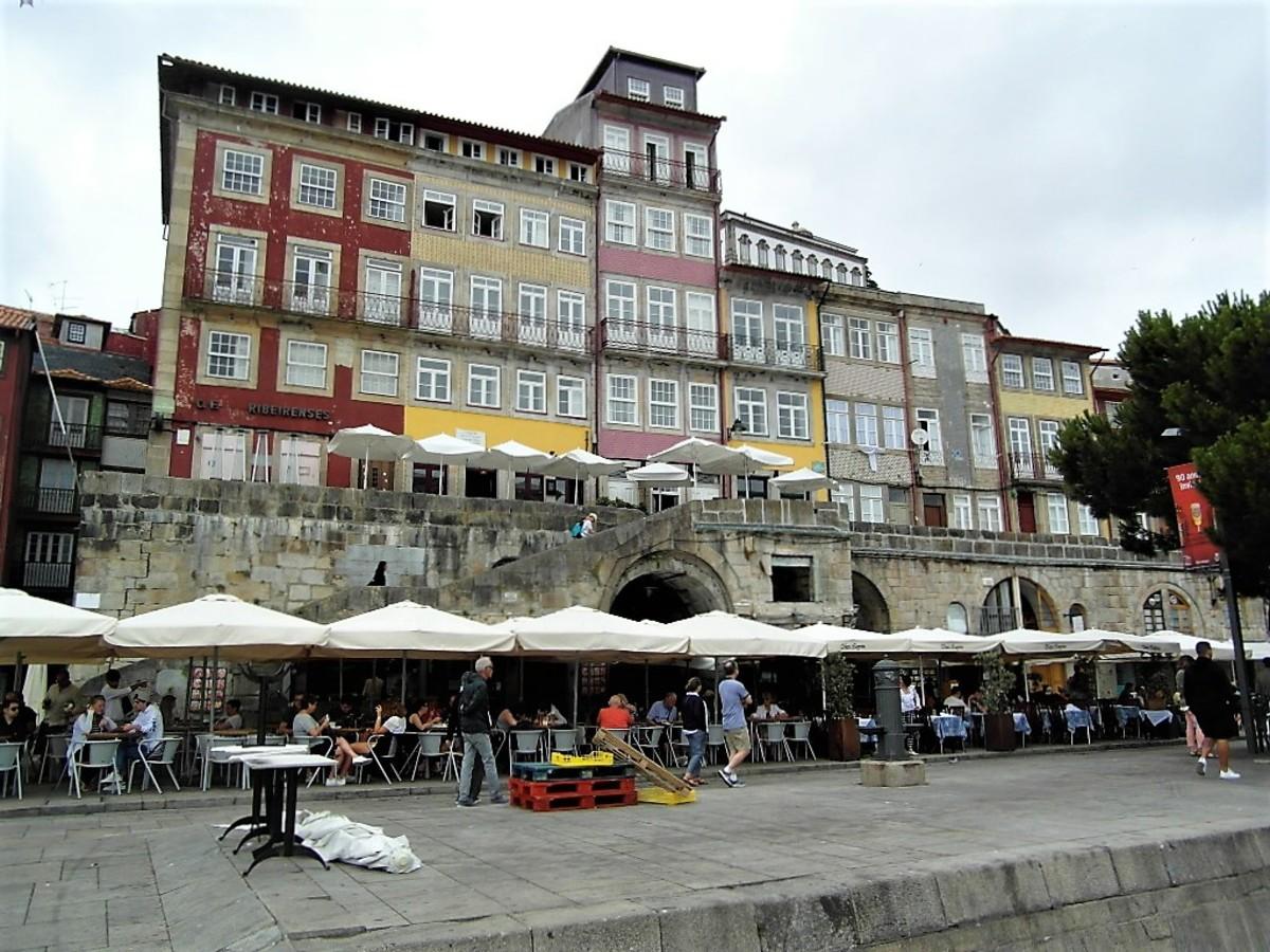 Restaurants on Cais da Ribeira.