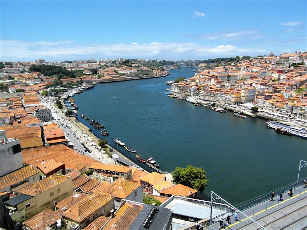 Villa Nova de Gaia and Porto.