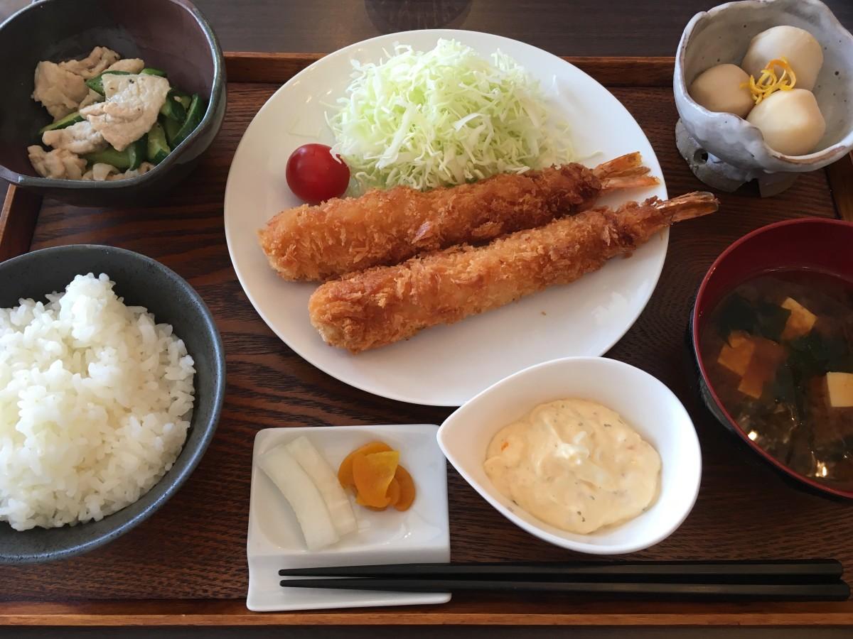 These shrimps breaded with panko and fried are sure to be saku-saku and puri-puri.