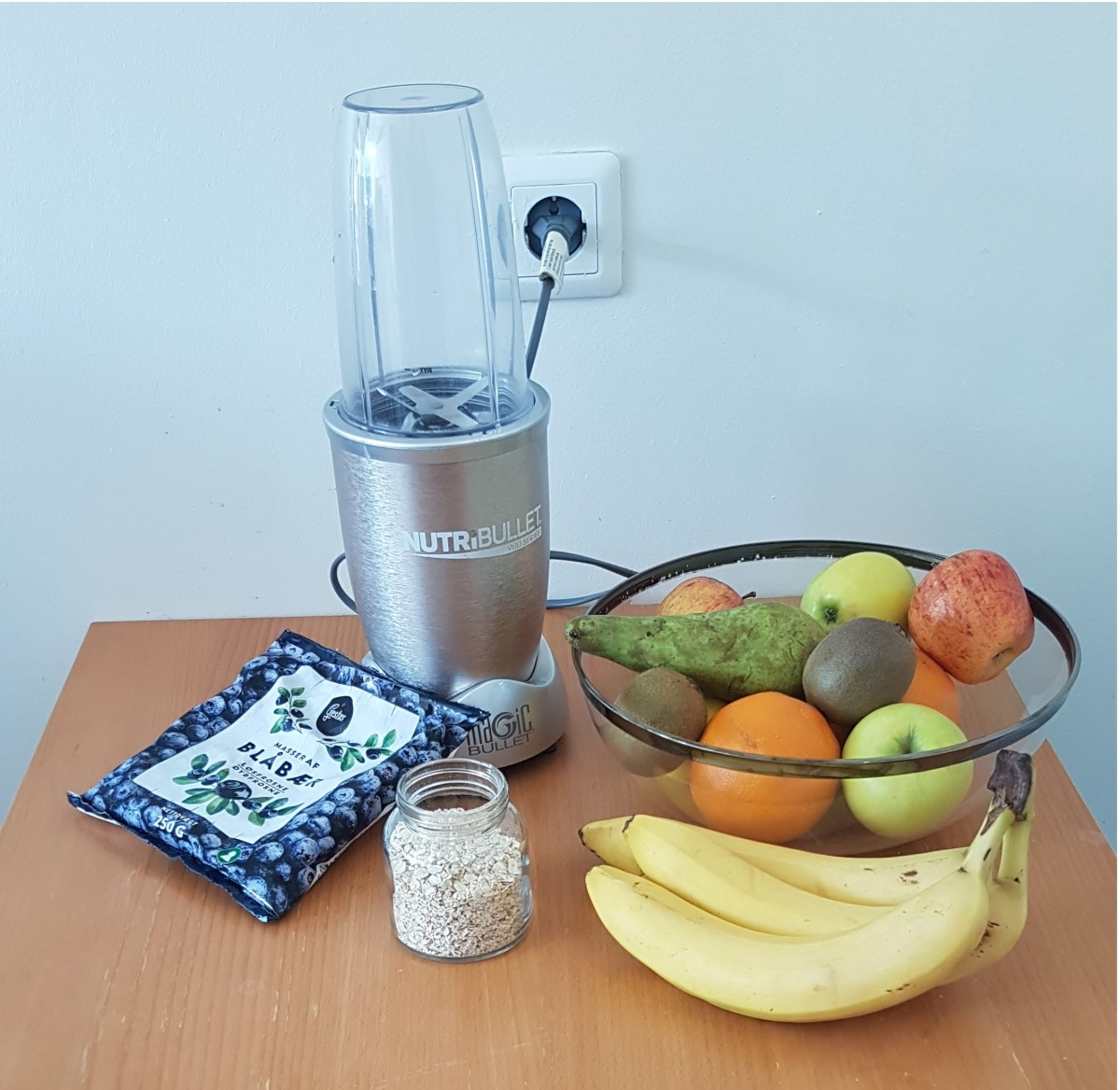 Everything needed to make a blueberry banana smoothie without using yogurt.