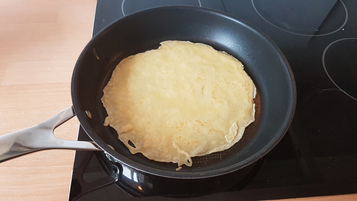 A crepe ready for the filling,