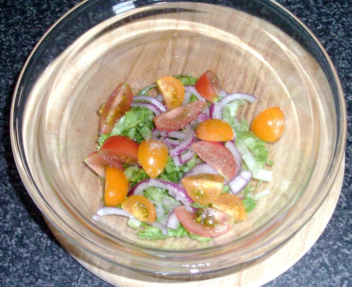 Tomato, lettuce and red onion for smoked mackerel salad