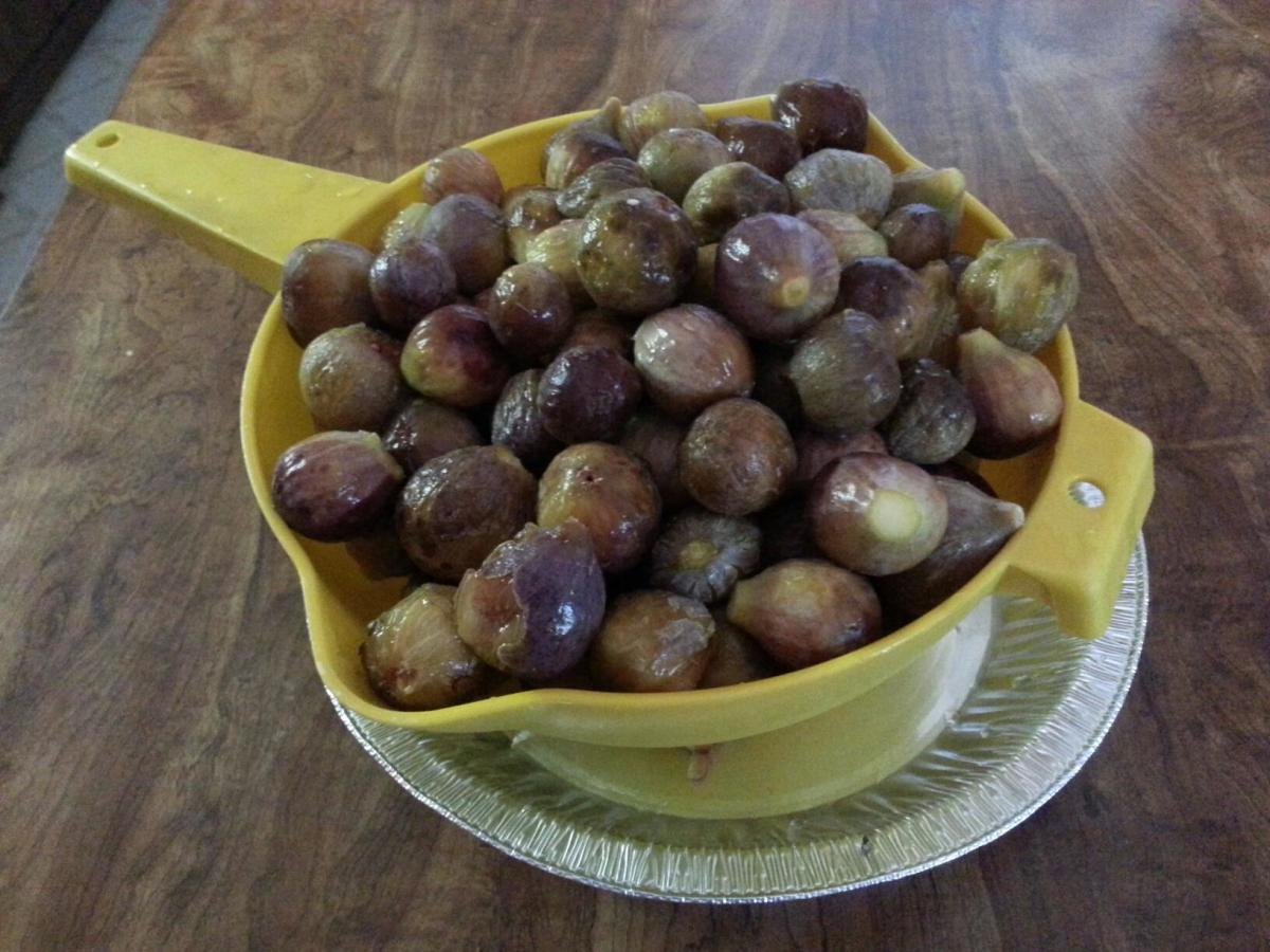 Wash figs and cut off the stems. If figs are small, leave whole. Cut larger figs into halves or quarters.