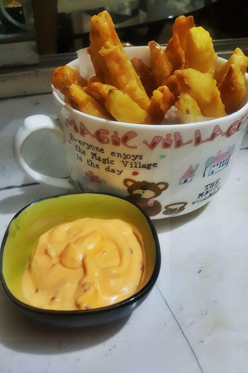 One of my all-time favorite snacks: crispy chips 'n' dip