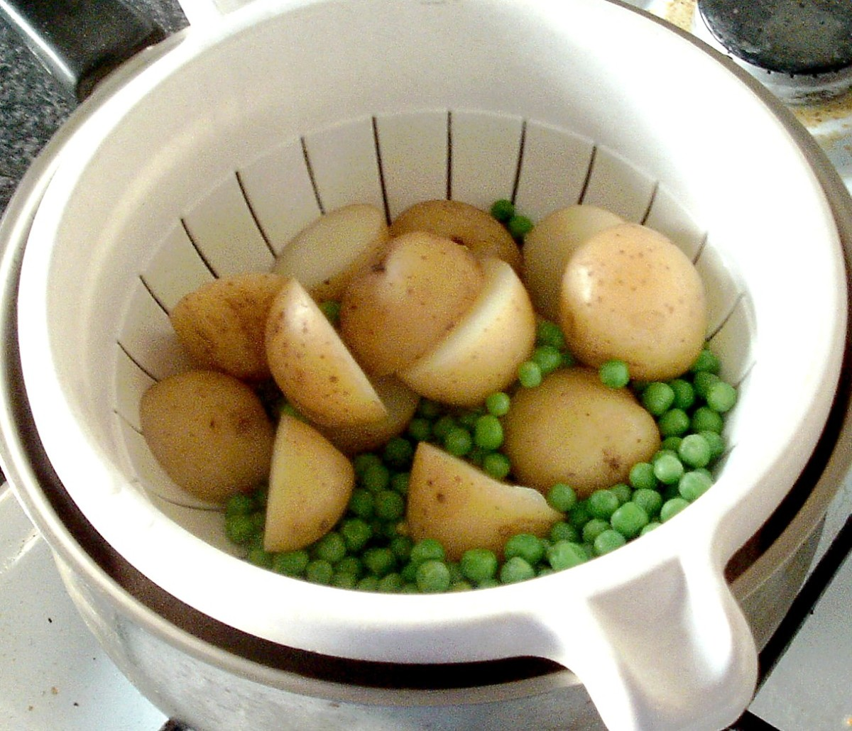 Drained peas and potatoes