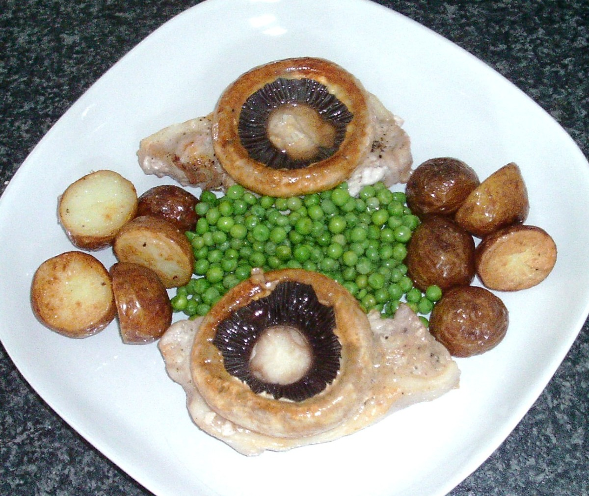 Deep fried potatoes and peas are arranged on serving plate