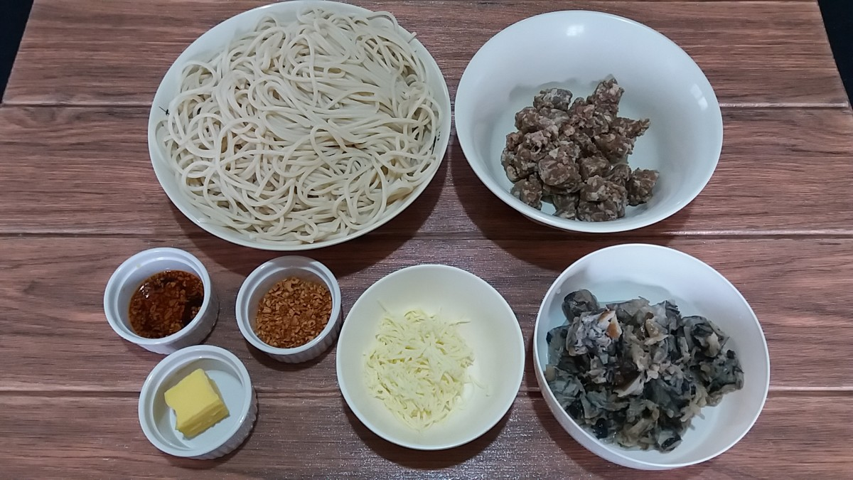 ingredients for spaghetti aglio e olio