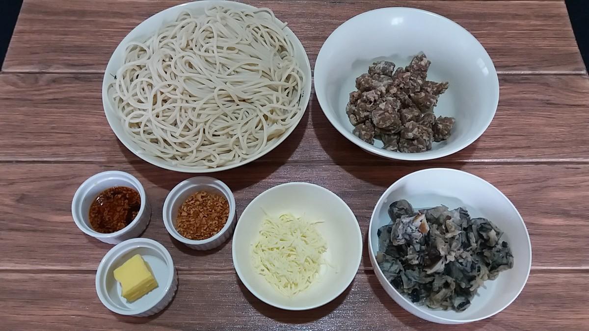 ingredients for spaghetti aglio e olio