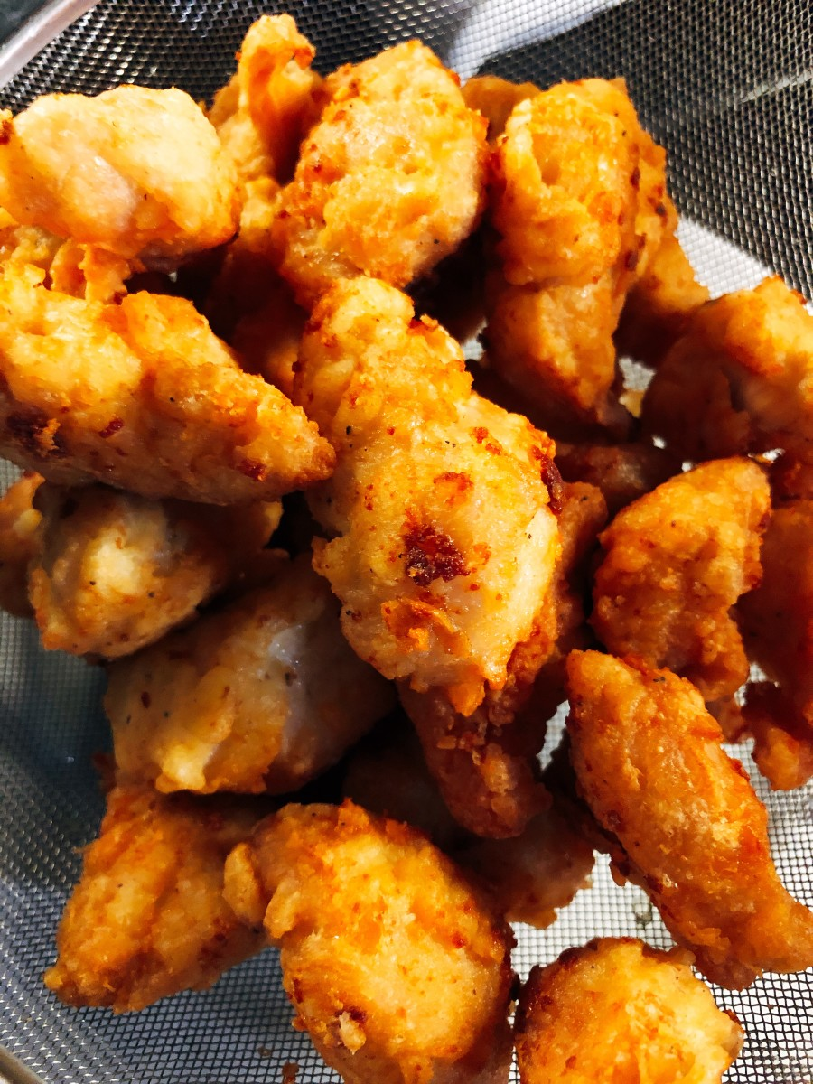 Place the fried chicken aside while preparing the sauce.