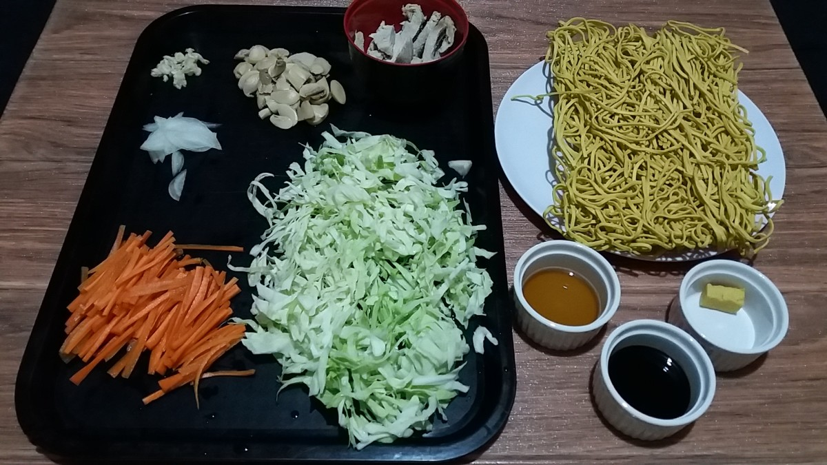 These are the ingredients for mie goreng or bakmi goreng.