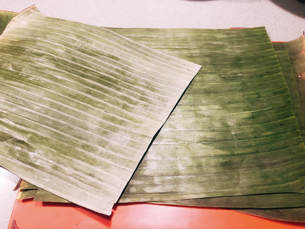 Wash and dry the banana leaves before using it.