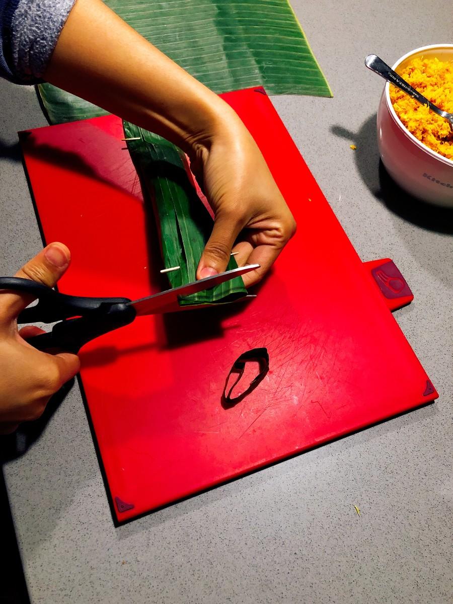 Trim both edges with scissors.