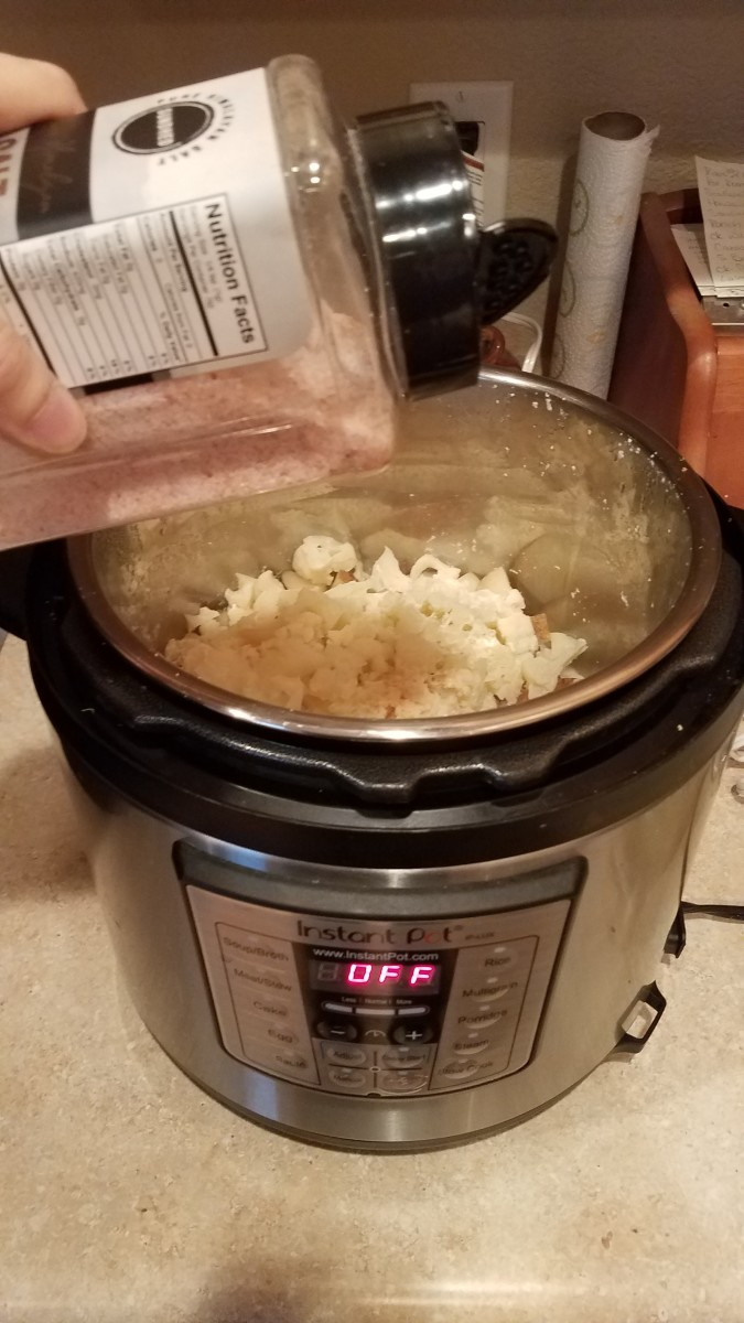 Finally, I added salt. I closed the lid and cooked it for ten minutes. Your potatoes and cauliflower can also be boiled in a pot, drained, and incorporated with the rest of the ingredients.