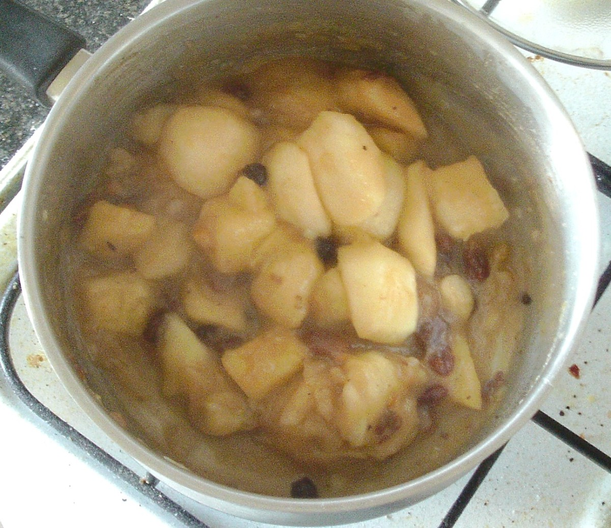 Stewed apples, pineapple and mincemeat