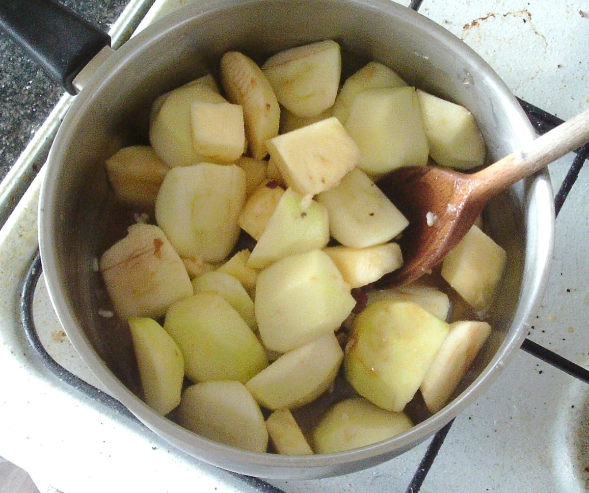 Apples, pineapples and mincemeat are stirred over heat