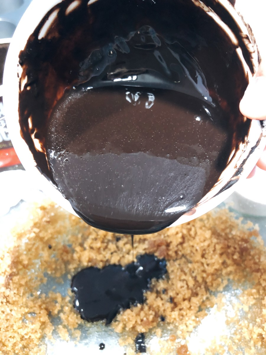 Combine the chocolate paste into the mixing bowl.