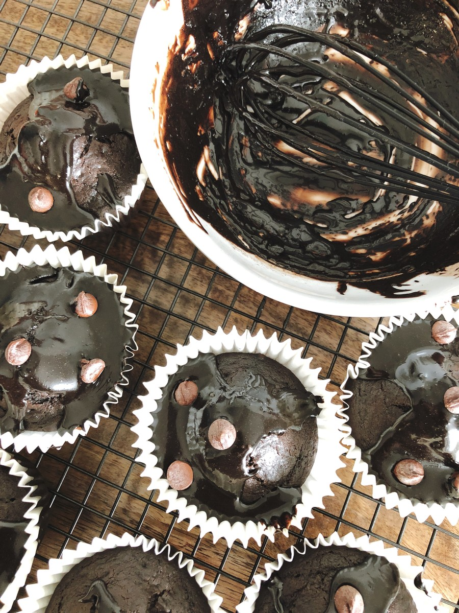 Glaze the muffins with chocolate topping.