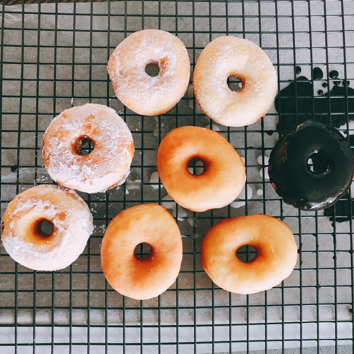 Rest the donuts into a rack.