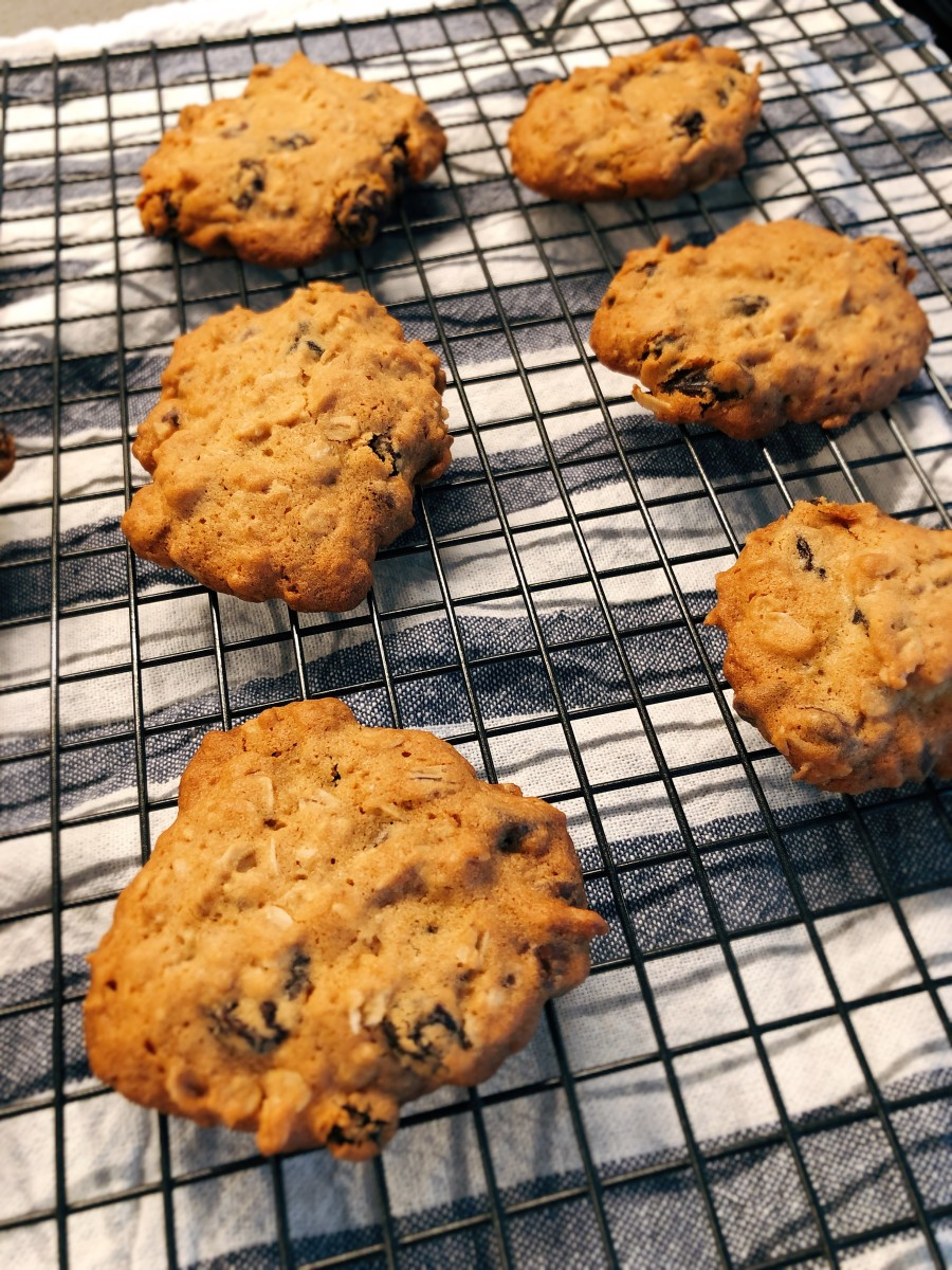 Transfer the oatmeal cookies onto a wire rack to cool completely.