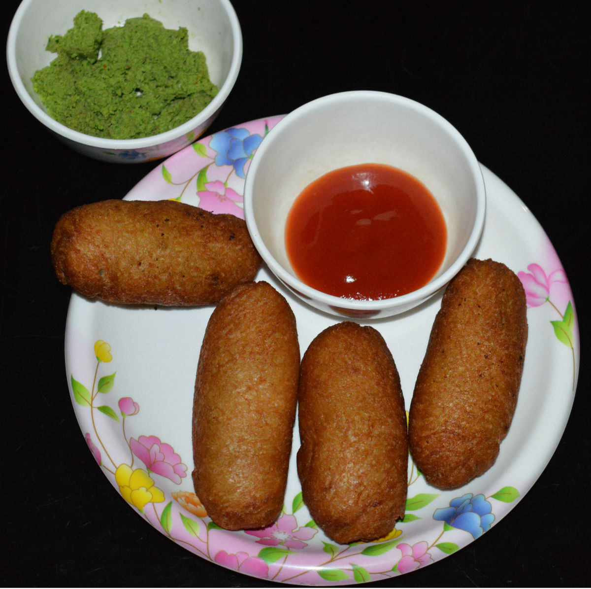 Serve them on a plate with tomato sauce and green chutney. Enjoy the taste!