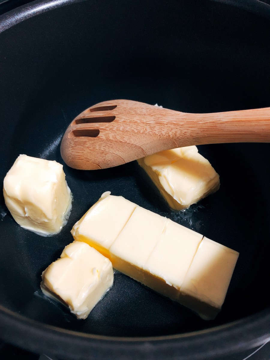 Melt the butter in a pan.