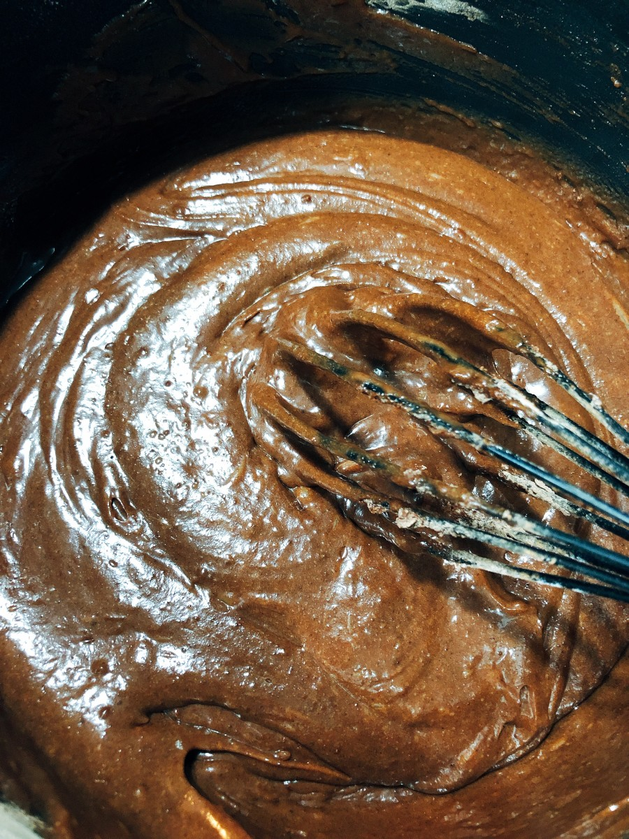 Use a whisker to whisk the ingredients.