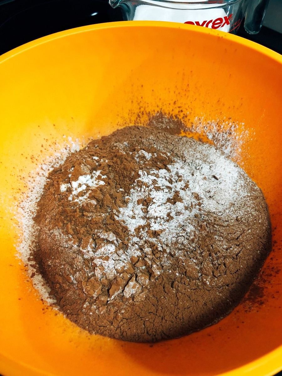 In a medium bowl, mix the dry ingredients.