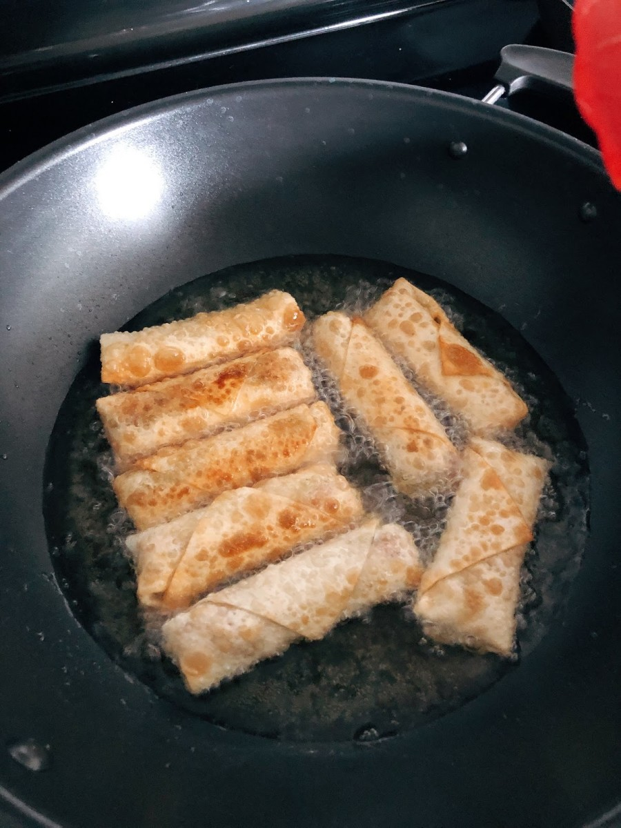 Fry the spring rolls.
