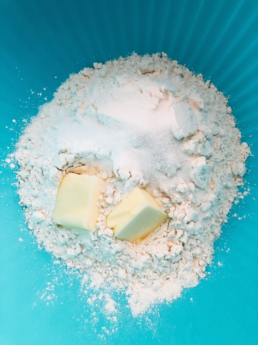 In a medium bowl, combine the flour, butter, egg, salt, and sugar.