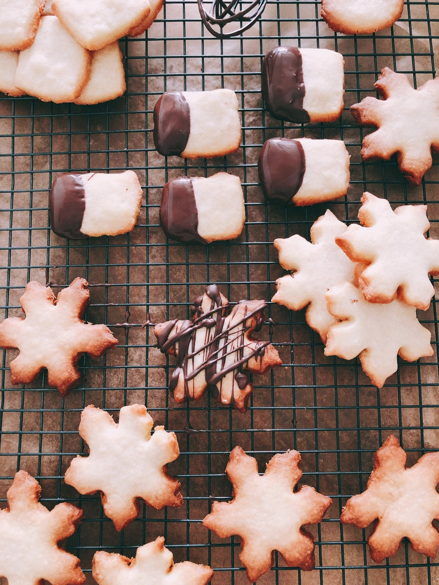 Buttery and crispy shortbread cookies!