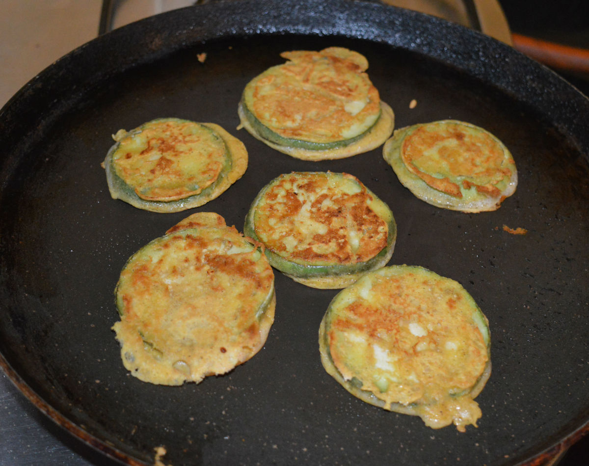 Yummy eggplant fritters are ready to serve!