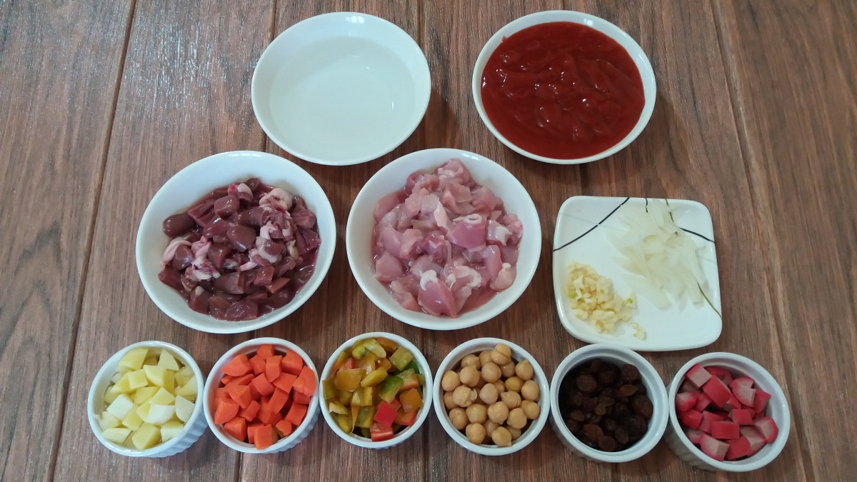 The ingredients for the chicken menudo with tomato sauce.