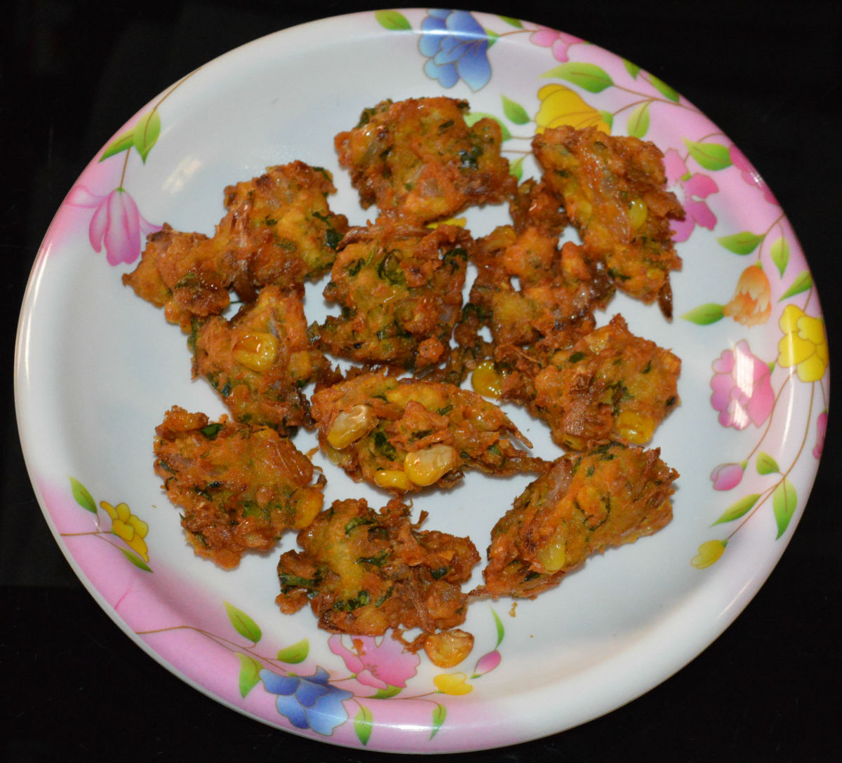 These mouthwatering corn fritters are ready to serve! Eat them hot and enjoy the taste!