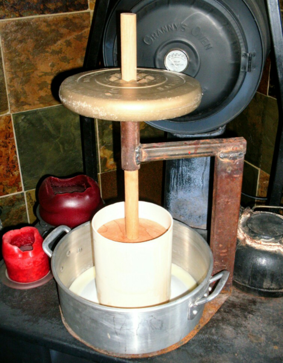 I am using a 10-pound weight. If your curds are quite juicy, you may wish to begin with a 5-pound weight for the first few minutes, and give them time to settle.
