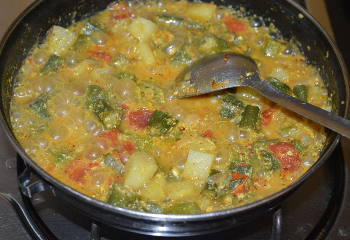 Turn off the flame. Your favorite okra potato curry is ready to serve! Garnish with finely chopped coriander leaves. Serve with roti, chapati, or rice. Enjoy eating!