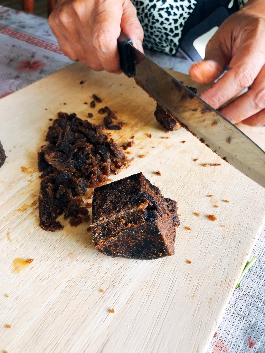 Place the gula melaka on a chopping board and finely chop or cut into small cubes.
