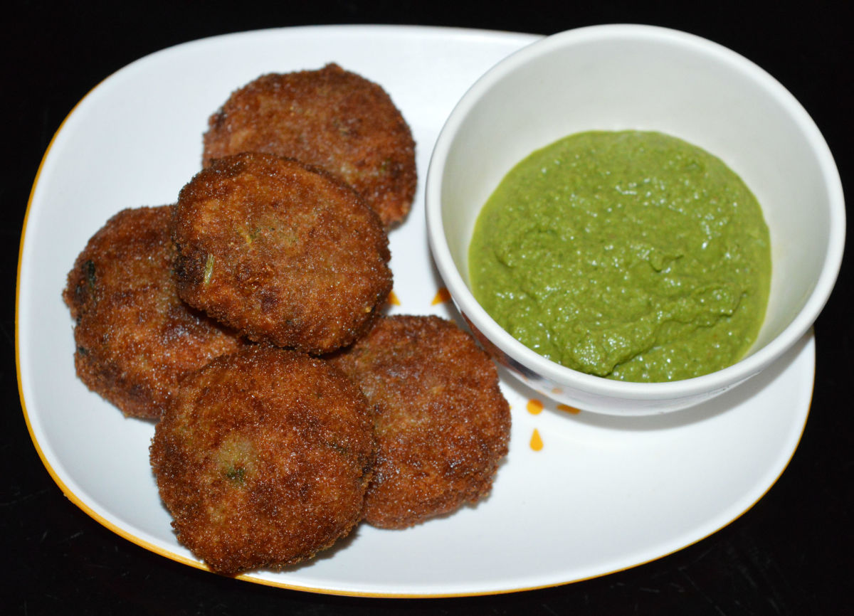 Serve hot potato croquettes with green chutney or tomato sauce. Enjoy the deliciousness!