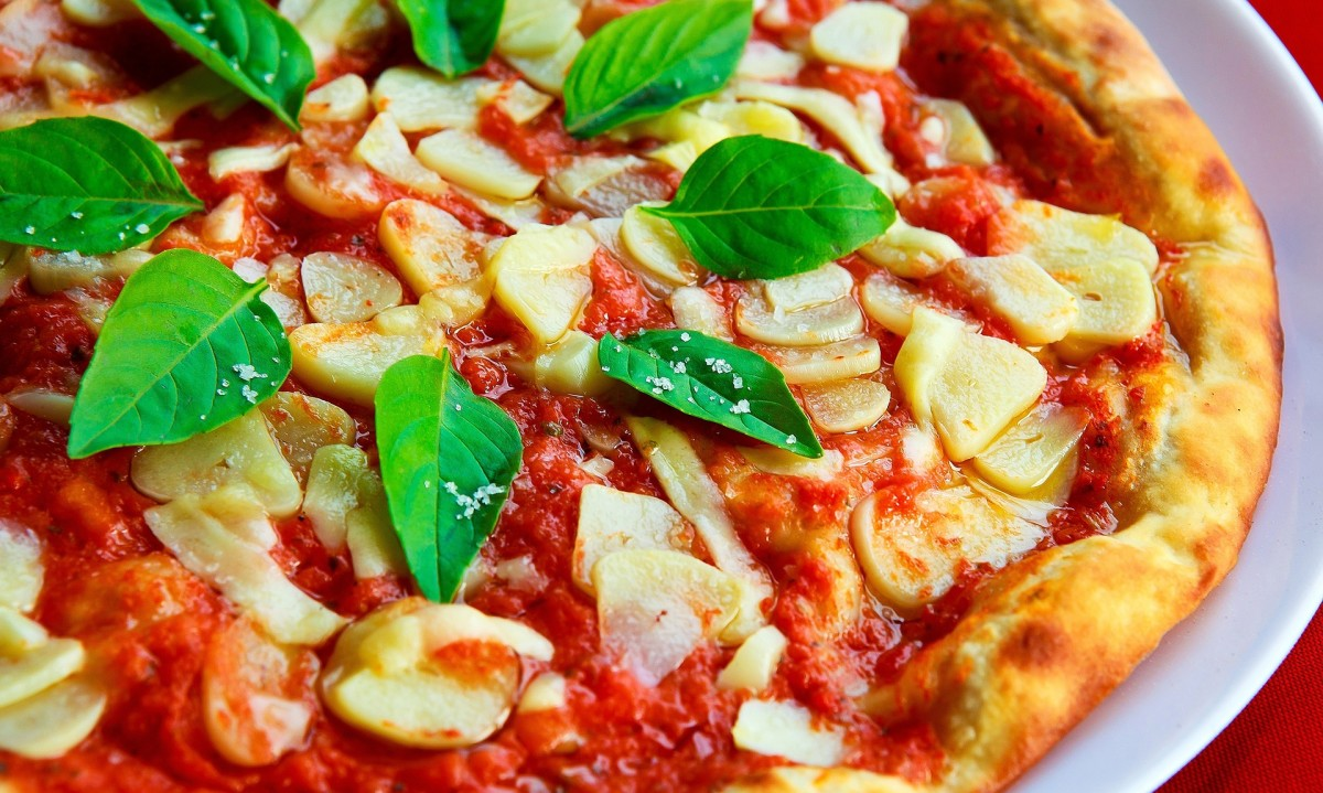 Margherita pizza was designed in the late 1800s by Raffaele Esposito. It was designed to resemble the colors of the Italian flag, and was served to Queen Margherita of Savoy, who it was named after.