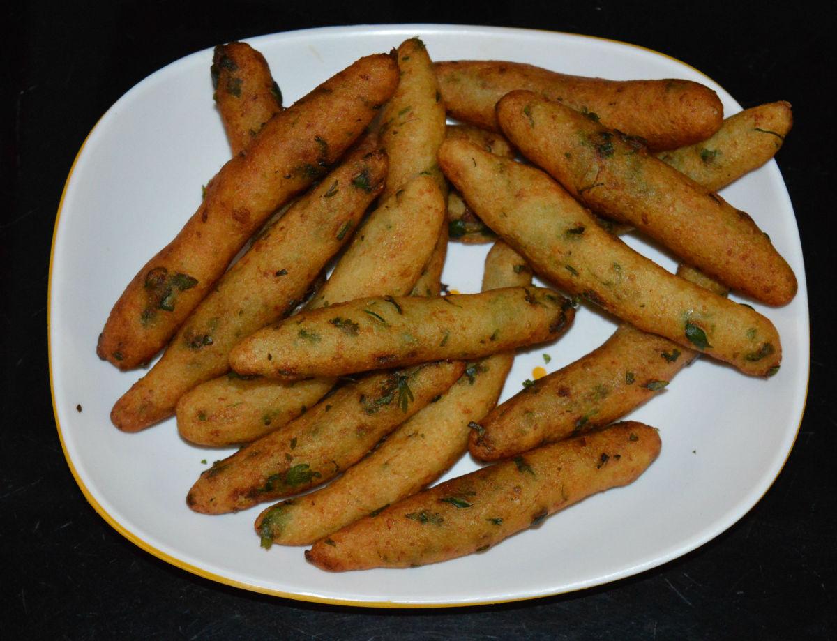 Crispy potato sticks are ready! Munch with a green chutney or tomato sauce. Enjoy!